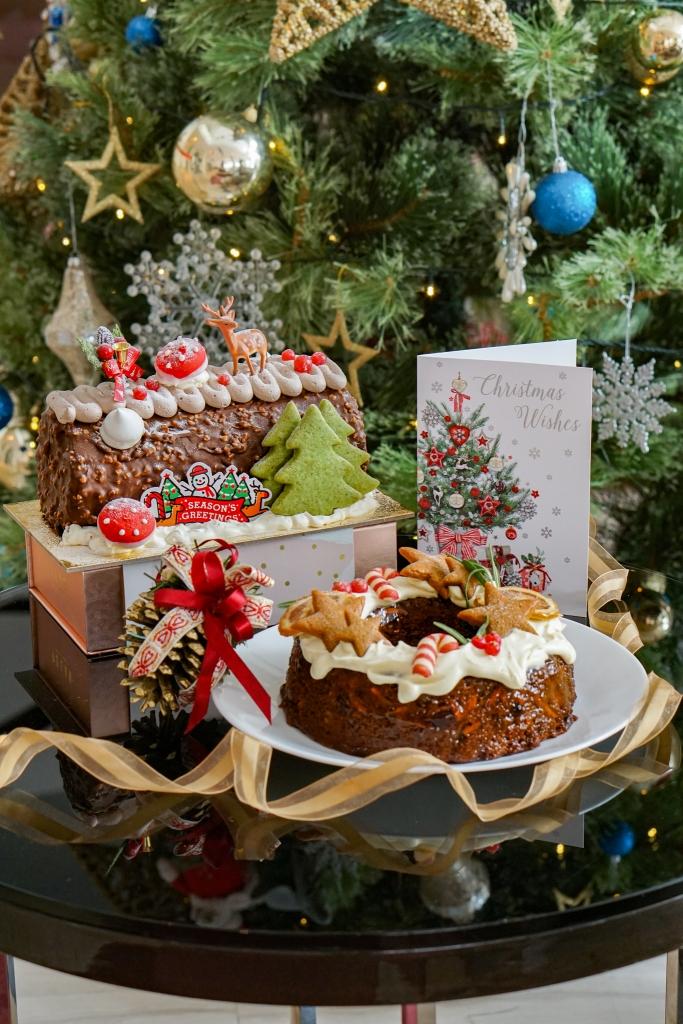 Polar Puffs Christmas Cakes